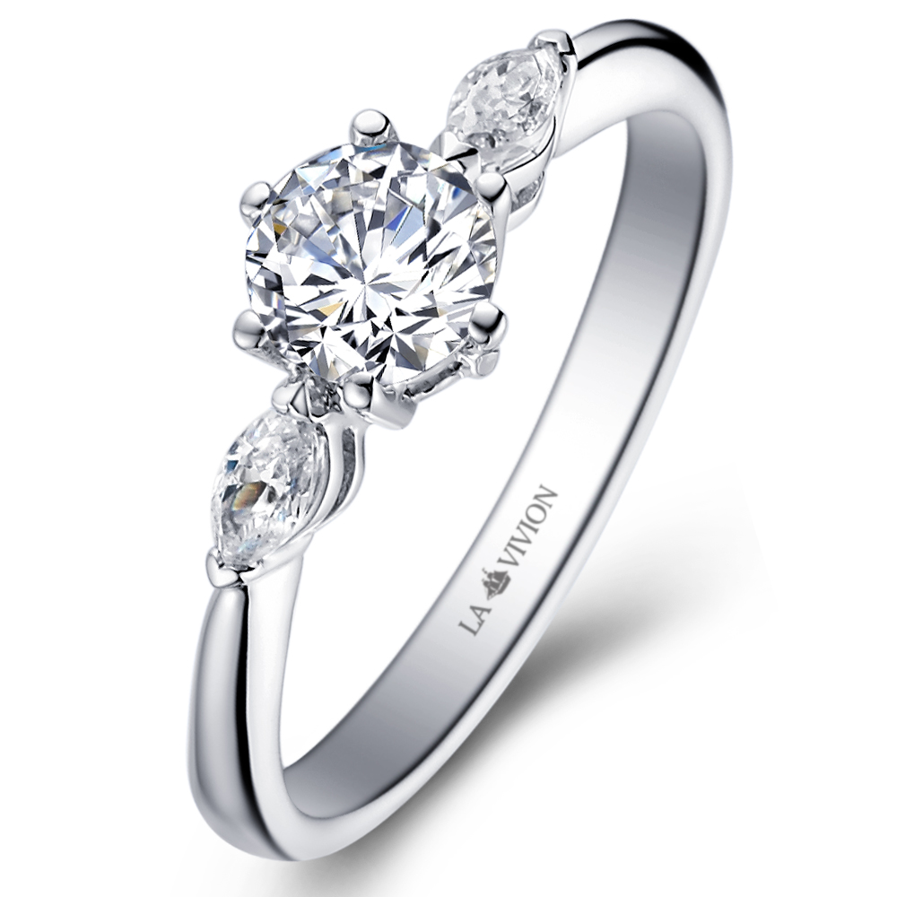 Diamond engagement ring with 0.18 ct. side diamonds in 14K White Gold with a 0.3 Carat Diamond